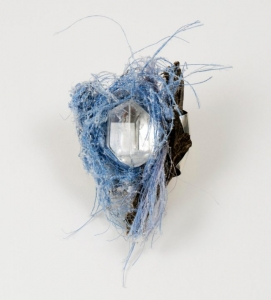 Broche - Cordages, bois retrouvés sur la plage, cristal de roche, argent, fil nickel
